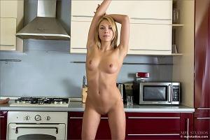Stefanie in der Küche
